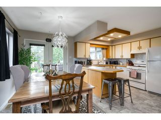 Photo 11: 15916 RUSSELL Avenue: White Rock House for sale (South Surrey White Rock)  : MLS®# R2527400