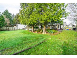 Photo 3: 15916 RUSSELL Avenue: White Rock House for sale (South Surrey White Rock)  : MLS®# R2527400