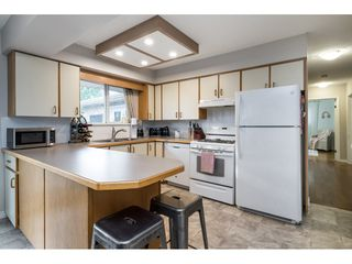 Photo 12: 15916 RUSSELL Avenue: White Rock House for sale (South Surrey White Rock)  : MLS®# R2527400