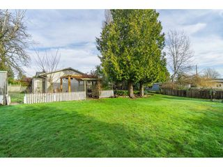 Photo 4: 15916 RUSSELL Avenue: White Rock House for sale (South Surrey White Rock)  : MLS®# R2527400