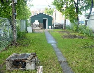 Photo 2: 591 DUFFERIN AV in WINNIPEG: Residential for sale (Canada)  : MLS®# 2912748
