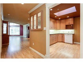 Photo 2: 308 15342 20 AVENUE in Surrey: King George Corridor Condo for sale (South Surrey White Rock)  : MLS®# R2005987