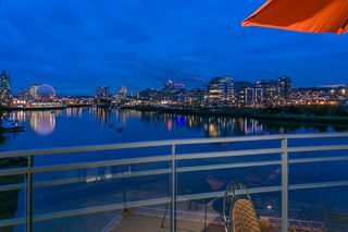 Main Photo: 600 9 Smithe Mews in Vancouver: Coal Harbour Condo for sale (Vancouver West)  : MLS®# V1103346