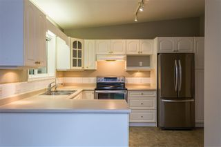 "Photo 3: 153 9080 198 Street in Langley: Walnut Grove Manufactured Home for sale in ""FOREST GREEN"" : MLS®# R2400538"
