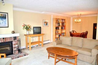 "Photo 2: 216 2320 W 40TH Avenue in Vancouver: Kerrisdale Condo for sale in ""MANOR GARDENS"" (Vancouver West)  : MLS®# R2420616"