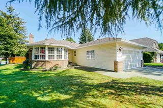 Photo 1: 9092 160A Street in Surrey: Fleetwood Tynehead House for sale : MLS®# R2481370
