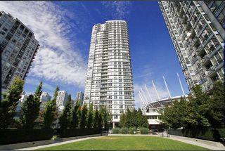 "Photo 1: 3302 928 BEATTY Street in Vancouver: Yaletown Condo for sale in ""THE MAX"" (Vancouver West)  : MLS®# R2512204"