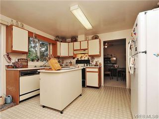 Photo 8: 240 Burnett Rd in VICTORIA: VR Six Mile Single Family Detached for sale (View Royal)  : MLS®# 626557