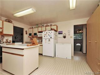Photo 9: 240 Burnett Rd in VICTORIA: VR Six Mile House for sale (View Royal)  : MLS®# 626557