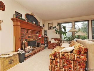 Photo 5: 240 Burnett Rd in VICTORIA: VR Six Mile Single Family Detached for sale (View Royal)  : MLS®# 626557