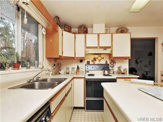 Photo 10: 240 Burnett Rd in VICTORIA: VR Six Mile Single Family Detached for sale (View Royal)  : MLS®# 626557