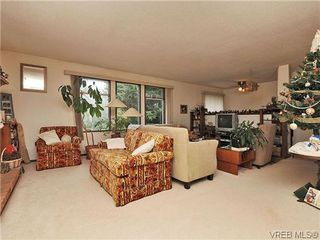 Photo 4: 240 Burnett Rd in VICTORIA: VR Six Mile Single Family Detached for sale (View Royal)  : MLS®# 626557