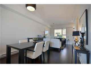 Photo 5: 4525 PRINCE ALBERT Street in Vancouver: Fraser VE Condo for sale (Vancouver East)  : MLS®# V963558