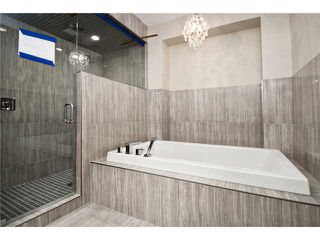 Photo 10: 2420 Bowness Road NW in CALGARY: West Hillhurst Residential Attached for sale (Calgary)  : MLS®# C3555115