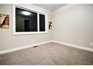 Photo 14: 2420 Bowness Road NW in CALGARY: West Hillhurst Residential Attached for sale (Calgary)  : MLS®# C3555115