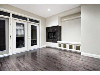 Photo 6: 2420 Bowness Road NW in CALGARY: West Hillhurst Residential Attached for sale (Calgary)  : MLS®# C3555115
