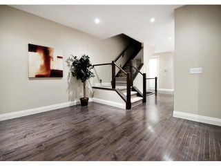 Photo 7: 2420 Bowness Road NW in CALGARY: West Hillhurst Residential Attached for sale (Calgary)  : MLS®# C3555115