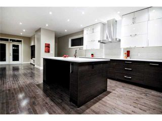 Photo 3: 2420 Bowness Road NW in CALGARY: West Hillhurst Residential Attached for sale (Calgary)  : MLS®# C3555115