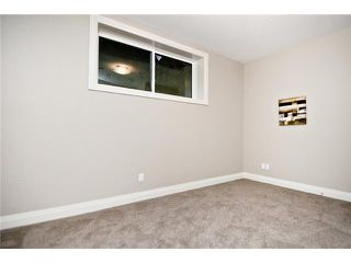 Photo 16: 2420 Bowness Road NW in CALGARY: West Hillhurst Residential Attached for sale (Calgary)  : MLS®# C3555115