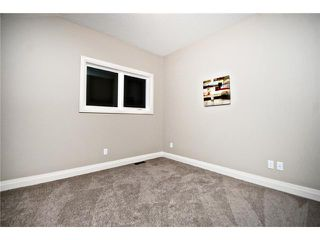 Photo 12: 2420 Bowness Road NW in CALGARY: West Hillhurst Residential Attached for sale (Calgary)  : MLS®# C3555115