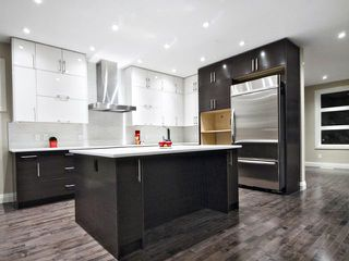 Photo 4: 2420 Bowness Road NW in CALGARY: West Hillhurst Residential Attached for sale (Calgary)  : MLS®# C3555115