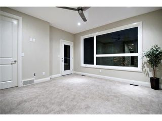Photo 9: 2420 Bowness Road NW in CALGARY: West Hillhurst Residential Attached for sale (Calgary)  : MLS®# C3555115
