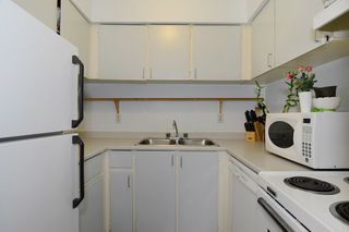 "Photo 6: 403 360 E 2ND Street in North Vancouver: Lower Lonsdale Condo for sale in ""EMERALD MANOR"" : MLS®# V993819"