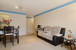 "Photo 4: 403 360 E 2ND Street in North Vancouver: Lower Lonsdale Condo for sale in ""EMERALD MANOR"" : MLS®# V993819"