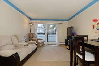 "Photo 2: 403 360 E 2ND Street in North Vancouver: Lower Lonsdale Condo for sale in ""EMERALD MANOR"" : MLS®# V993819"