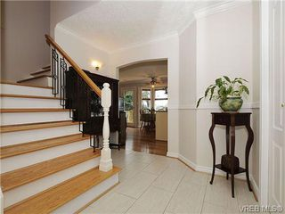 Photo 2: 3877 Mildred Street in VICTORIA: SW Strawberry Vale Residential for sale (Saanich West)  : MLS®# 334869