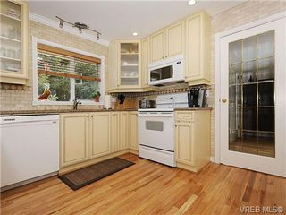 Photo 6: 3877 Mildred Street in VICTORIA: SW Strawberry Vale Residential for sale (Saanich West)  : MLS®# 334869