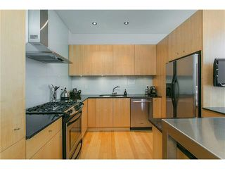 Photo 6: 2115 W 1ST AVENUE in Vancouver: Kitsilano House 1/2 Duplex for sale (Vancouver West)  : MLS®# V1142221