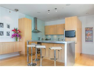 Photo 4: 2115 W 1ST AVENUE in Vancouver: Kitsilano House 1/2 Duplex for sale (Vancouver West)  : MLS®# V1142221