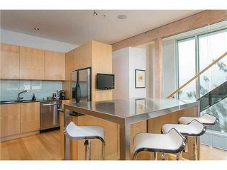 Photo 5: 2115 W 1ST AVENUE in Vancouver: Kitsilano House 1/2 Duplex for sale (Vancouver West)  : MLS®# V1142221