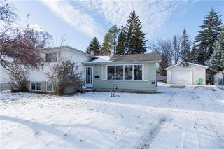 Photo 1: 15 Berwyn Bay in Winnipeg: West Transcona Residential for sale (3L)  : MLS®# 1931170