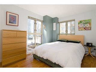 Photo 3: 908 819 HAMILTON Street in Vancouver: Downtown VW Condo for sale (Vancouver West)  : MLS®# V974906
