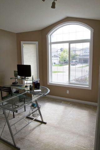 Photo 9: 415 Calderon Cr NW: Edmonton House for sale