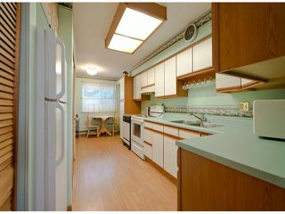 """Photo 5: 35 8555 KING GEORGE Boulevard in Surrey: Queen Mary Park Surrey Townhouse for sale in """"Bear Creek Village"""" : MLS®# F1302771"""