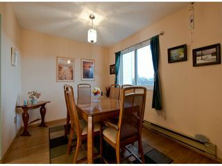 """Photo 3: 35 8555 KING GEORGE Boulevard in Surrey: Queen Mary Park Surrey Townhouse for sale in """"Bear Creek Village"""" : MLS®# F1302771"""