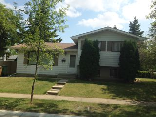 Photo 1: 20 Linwood Crescent in St. Albert: House for lease