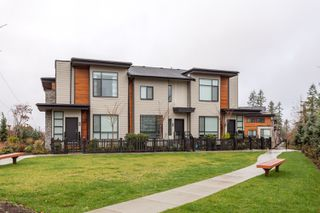 Photo 1: 32 15688 28 Avenue in South Surrey: Grandview Surrey Townhouse for sale (South Surrey White Rock)  : MLS®# R2235944
