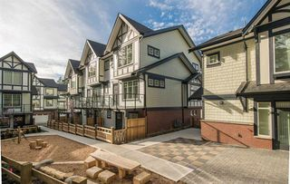 """Photo 1: 18 11188 72 Avenue in Delta: Sunshine Hills Woods Townhouse for sale in """"CHELSEA GATE"""" (N. Delta)  : MLS®# R2396591"""