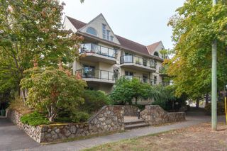 Photo 1: 302 2211 Shelbourne St in : Vi Jubilee Condo for sale (Victoria)  : MLS®# 856216
