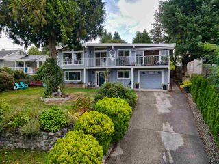 Photo 2: 4764 LAUREL Avenue in Sechelt: Sechelt District House for sale (Sunshine Coast)  : MLS®# R2503569