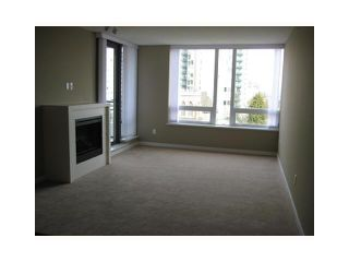"""Photo 4: 702 39 6TH Street in New Westminster: Downtown NW Condo for sale in """"The Quantum"""" : MLS®# V930398"""
