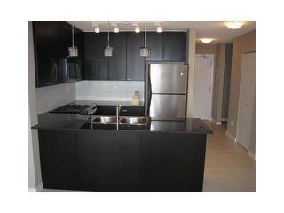 """Photo 2: 702 39 6TH Street in New Westminster: Downtown NW Condo for sale in """"The Quantum"""" : MLS®# V930398"""