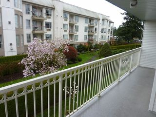 "Photo 5: 202 31930 OLD YALE Road in Abbotsford: Abbotsford West Condo for sale in ""Royal Court"" : MLS®# F1308380"