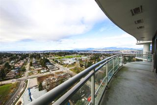 Photo 2: 2509 13303 CENTRAL AVENUE in Surrey: Whalley Condo for sale (North Surrey)  : MLS®# R2434021