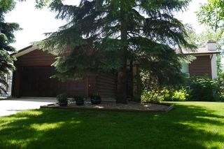 Photo 1: 38 Lake Island Crescent in Winnipeg: Waverley Heights Single Family Detached for sale (South Winnipeg)  : MLS®# 1414507