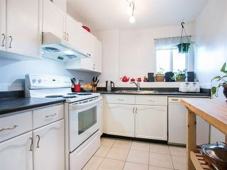 Photo 3: 305 2736 Victoria Street in Vancouver: Grandview VE Condo for sale (Vancouver East)  : MLS®# R2045239
